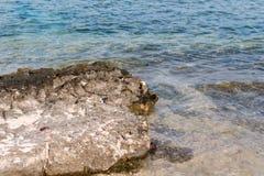 Rotsen op de kust Royalty-vrije Stock Foto's