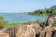 Rotsen op de kust van Meer Victoria, Tanzania stock foto