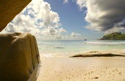 Rotsen op het strand Royalty-vrije Stock Afbeeldingen