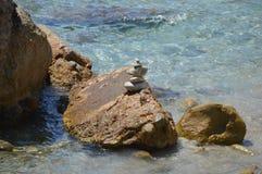 Rotsen of steen het in evenwicht brengen Royalty-vrije Stock Foto
