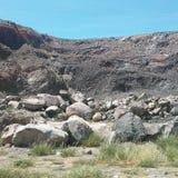 Rotsen van een minerale heuvel Stock Foto