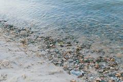Rotsen in Water Royalty-vrije Stock Afbeeldingen