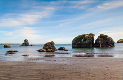 Rotsen, water en zand Stock Afbeeldingen