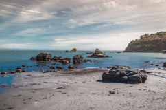 Rotsen, water en zand Royalty-vrije Stock Afbeelding