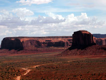Rotsen, zand en wolken Stock Foto's