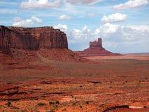 Rotsen, zand en wolken Stock Fotografie