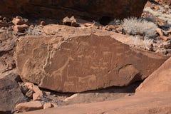 Rotsgravures van Twyfelfontein, Namibië, de grootste bekende concentratie van Stenen tijdperkgravures in Afrika stock afbeelding
