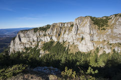 Rotsmuur op berg Stock Foto