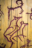 Rotstekeningen op de boom stock afbeeldingen