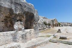 Rotswoningen bij Archeologisch Park Neapolis in Syracusa, Sicilië Royalty-vrije Stock Foto's