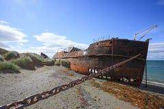 Rottami sulla spiaggia di San Gregorio, sito storico del Cile fotografie stock