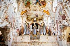 ROTTENBUCH TYSKLAND - JUNI 18: Inre av den Rottenbuch abbotsklosterkyrkan (Kloster Rottenbuch) Royaltyfri Foto