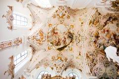ROTTENBUCH TYSKLAND - JUNI 18: Tak av den Rottenbuch abbotsklosterkyrkan (Kloster Rottenbuch) Royaltyfria Bilder