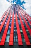 ROTTERDAM - 7. AUGUST: Moderner Wohnturm am 7. August 2011 Stockfoto