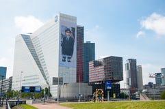 ROTTERDAM berömda affärsbyggnader - Willems Wert, mitt emot Erasmus-bron på 10 Maj, 2015 Arkivfoto