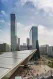 Rotterdam centralstation i bakgrunden tornen av den byggande Delftsen Poort Arkivbild