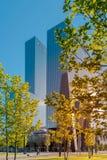 Rotterdam, die Niederlande, hohes Aufstiegsbürohaus Delftse Poort auf einem sonnigen Morgen lizenzfreies stockbild