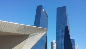 Rotterdam-Hauptbahnhofsdach und -wolkenkratzer Stockbild