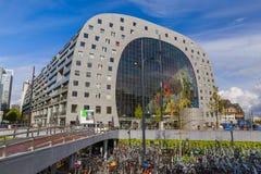 Rotterdam, holandie - Kwiecień 27, 2017: Sławny nowożytny rynek Ma Zdjęcie Stock
