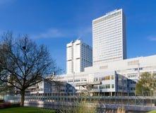 Rotterdam holandie - Kwiecień 2018: wczesnego poranku słońce na Erasmus Medisch Centrum szpitalu zdjęcia stock