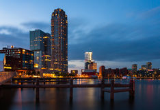 Rotterdam horisont efter solnedgång Arkivfoto
