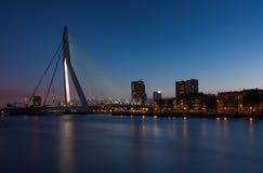 Rotterdam horisont efter solnedgång Arkivbild
