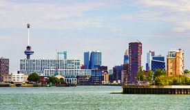 Rotterdam horisont med euromast arkivfoto