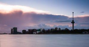 Rotterdam horisont med euromast Arkivbilder