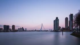 Rotterdam horisont med kontorsbyggnader Royaltyfri Bild
