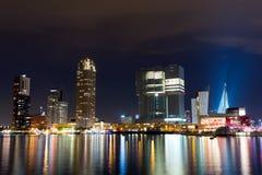 Rotterdam horisont på natten Royaltyfria Bilder