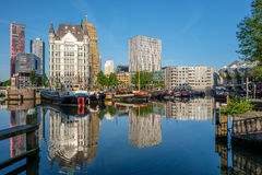 Rotterdam miasta pejzażu miejskiego linia horyzontu z, Oude przystań, holandie Zdjęcia Stock