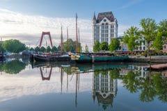 Rotterdam miasta pejzażu miejskiego linia horyzontu z, Oude przystań, holandie Obrazy Royalty Free