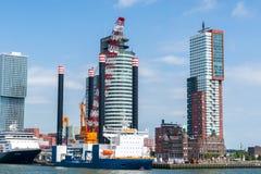 Rotterdam moderna arkitektur på Kopen skåpbil Zuid Royaltyfri Bild