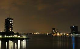 Rotterdam-Nachtansicht zu den Stadt-Skylinen lizenzfreies stockfoto