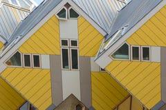 ROTTERDAM Nederländerna - Juli 7: Kubhus som planläggs av Piet Blo Arkivbild