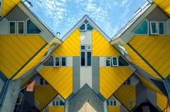Rotterdam Nederländerna - 2017 Juni 22 - kubhus i mitt Arkivbild