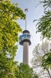 ROTTERDAM NEDERLÄNDERNA, MAJ 10: Euromast observationstorn som special byggs för Floriaden 1960, taget på MAJ 10 2015 i Rotterd Royaltyfria Bilder