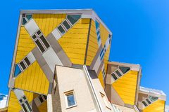 Rotterdam Nederländerna -, May 2018: Kubhus i Rotterdam, Nederländerna Berömd turist- gränsmärke i södra Holland Fotografering för Bildbyråer