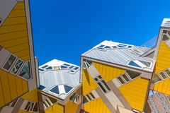 Rotterdam Nederländerna -, May 2018: Kubhus i Rotterdam, Nederländerna Berömd turist- gränsmärke i södra Holland Arkivbilder