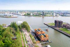 ROTTERDAM, NEDERLAND - Mei 10: Cityscape van de Euromast-toren in Rotterdam, Nederland op 10 Mei, 2015 Royalty-vrije Stock Foto