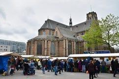 Rotterdam, Nederland - Mei 9, 2015: De mensen bezoeken Straatmarkt Royalty-vrije Stock Afbeelding