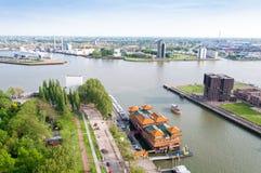 ROTTERDAM NEDERLÄNDERNA - Maj 10: Cityscape från det Euromast tornet i Rotterdam, Nederländerna på Maj 10, 2015 Royaltyfri Foto