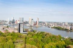 ROTTERDAM NEDERLÄNDERNA - Maj 10: Cityscape från det Euromast tornet i Rotterdam, Nederländerna på Maj 10, 2015 Fotografering för Bildbyråer