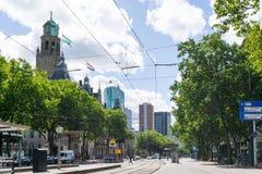 ROTTERDAM, Países Bajos - 10 de agosto: Opinión de la calle de Rotterdam encendido imagen de archivo