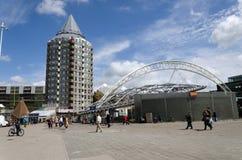 Rotterdam, Países Bajos - 9 de mayo de 2015: Torre del lápiz, casas del cubo en Rotterdam Fotografía de archivo libre de regalías