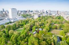 ROTTERDAM, PAÍSES BAJOS - 10 de mayo: Paisaje urbano de la torre de Euromast en Rotterdam, Países Bajos el 10 de mayo de 2015 imagen de archivo