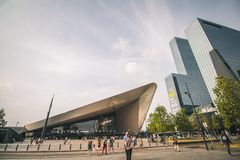 Rotterdam, Paesi Bassi - circa 2018: Stazione di Rotterdam Centraal fotografia stock libera da diritti