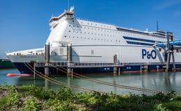 Rotterdam, Pays-Bas - 19 avril 2018 : P et O transportent en bac la préparation pour aller décortiquer photo stock