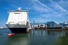 Rotterdam, Pays-Bas - 19 avril 2018 : P et O transportent en bac la préparation pour aller décortiquer photographie stock