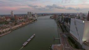 Rotterdam pejzaż miejski z Erasmus mostem, antena zdjęcie wideo
